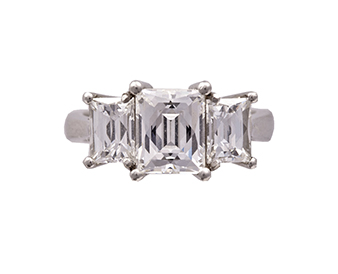 A diamond three-stone ring, composed of three rectangular mixed-cut diamonds, diamonds 2.95 carat total - Sold for €38,000