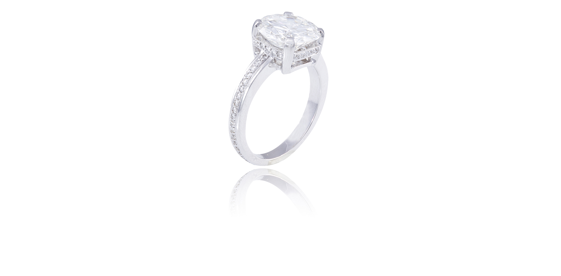 A IMPRESSIVE SINGLE-STONE DIAMOND RING - Sold For €77,000