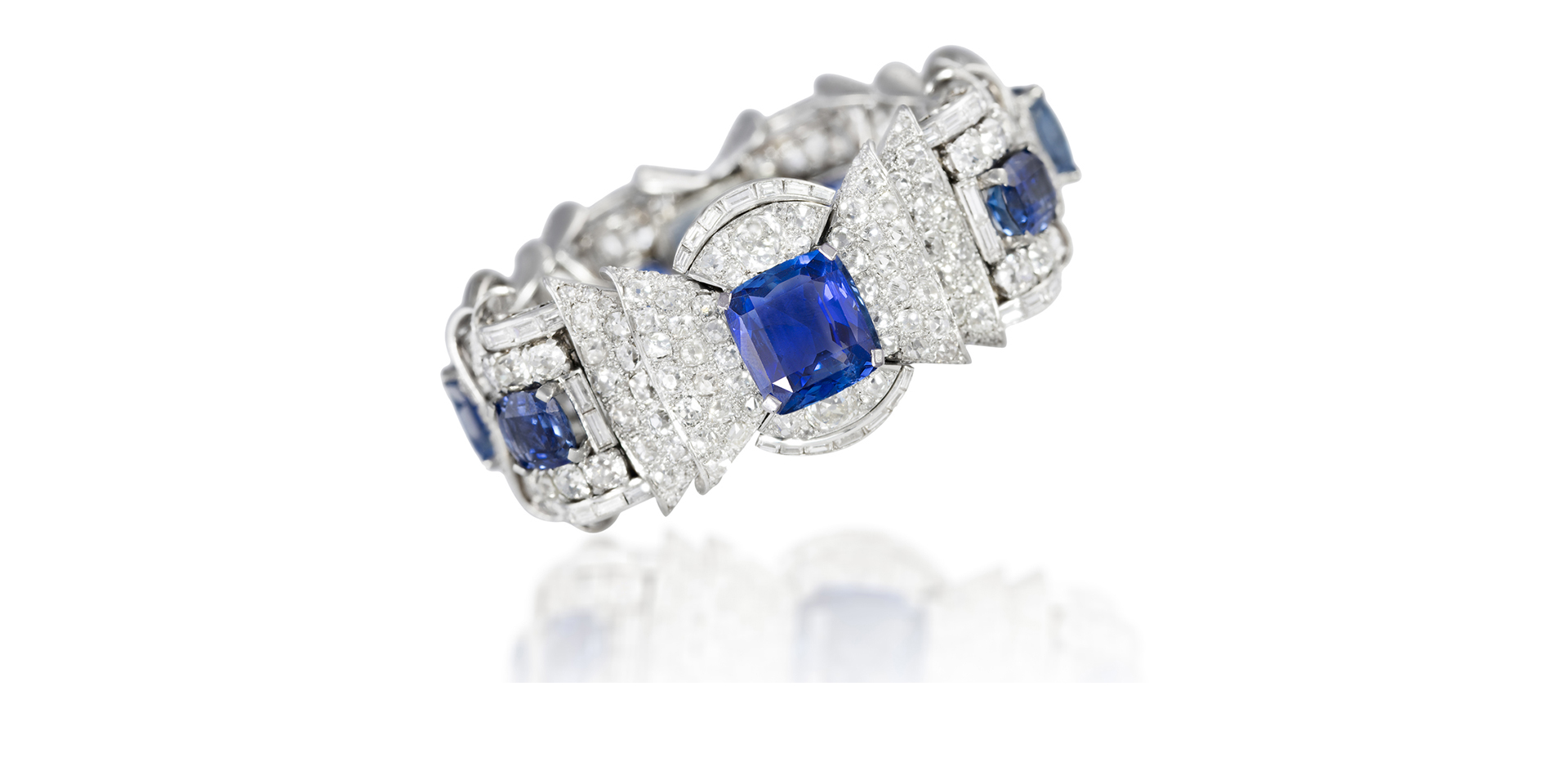 AN IMPORTANT AND ELEGANT SAPPHIRE AND DIAMOND BRACELET, CIRCA 1950 - Sold For €66,000