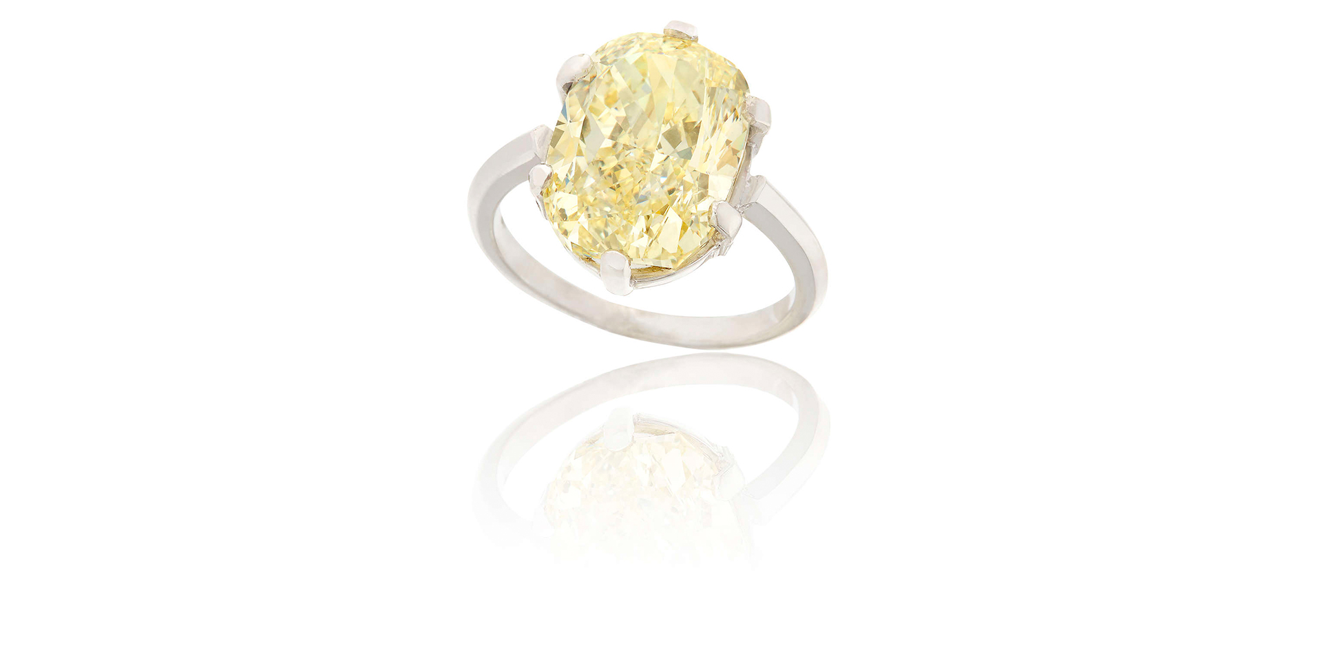 AN IMPORTANT FANCY COLOURED DIAMOND RING - Sold For €72,000